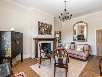 Photo for NEW Luxury 1BD Flat in Heart of Kensington Olympia
