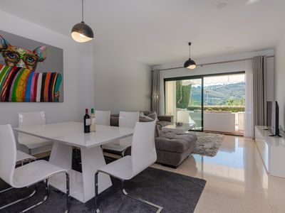 Photo for Contemporary 2 Bed Luxury Apartment.