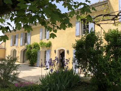 Photo for Mas 19th, view Mont Ventoux, air conditioning, heated pool, summer kitchen