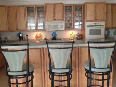 kitchen with bar area; 2 wall ovens, dishwasher, premium quality cookware