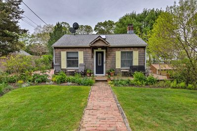 Cute East Hampton Cottage W Patio Walk To Beach Springs