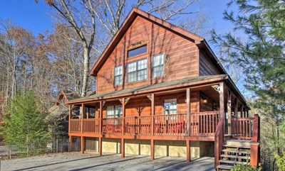 Photo for Brookstone Lodge: 6 Bedrooms, Theater, Spa, Pool Table, Foosball!