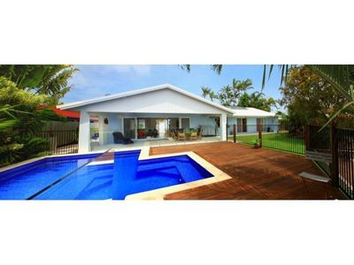 Photo for 4 bedroom home, pool, on canal and Pet friendly!