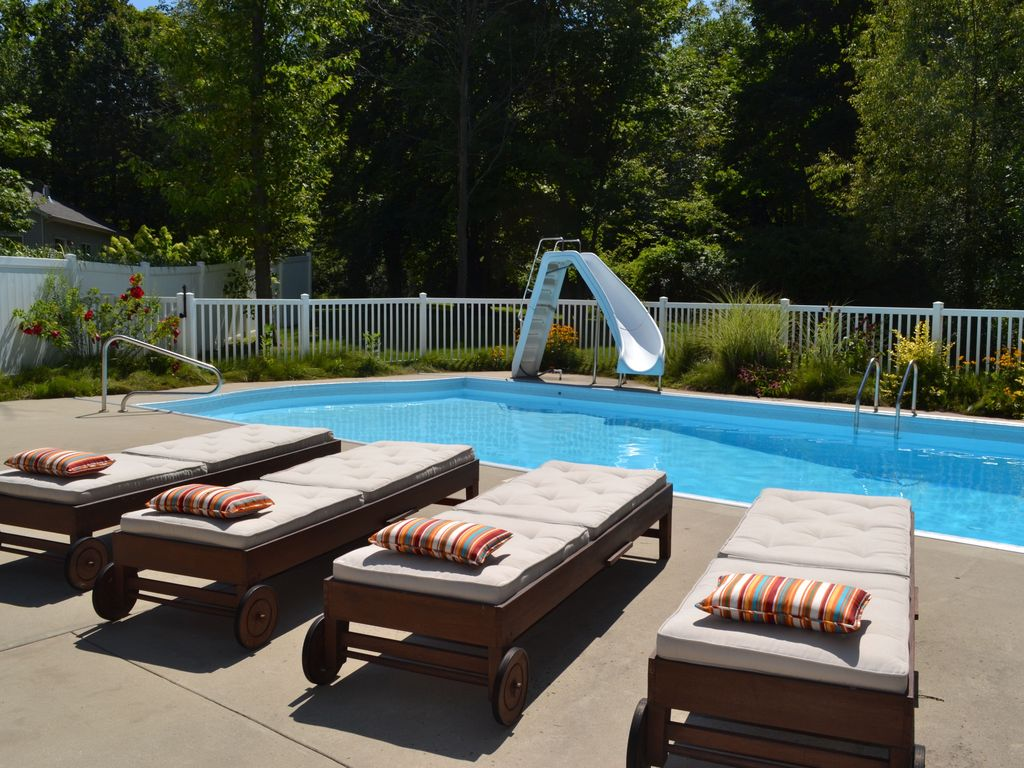 Swimming pool close to beach downtown homeaway - Summer house with swimming pool review ...