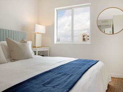 Photo for Sextant's Edgewater Luxury Condo 1- 10 minutes to South Beach