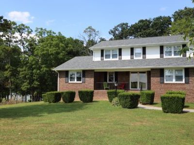 Perfect Lake Home for Family Getaways - 4 Bedrooms, Sleeps 8