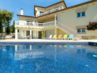 Photo for Fantastic villa in Palau Saverdera, with private pool and panoramic views of the bay of Roses.