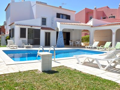 Photo for Spacious villa in the typical Portuguese style with private swimming pool near Vilamoura