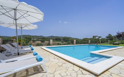 Photo for Beautiful house in the center of the island 8 km from Santa Eulalia