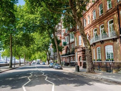 Photo for Apartment in London with Internet, Air conditioning, Washing machine (1012369)