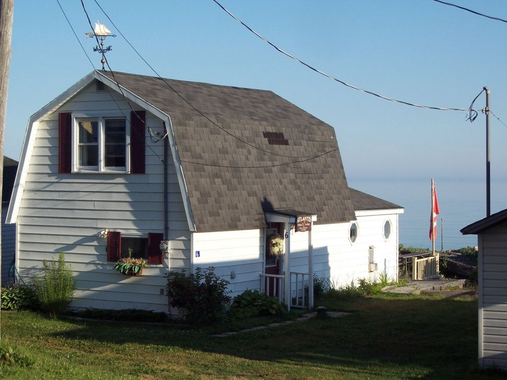 Dream beach cottage on the bay of fundy vrbo for Minimalist house bay of fundy