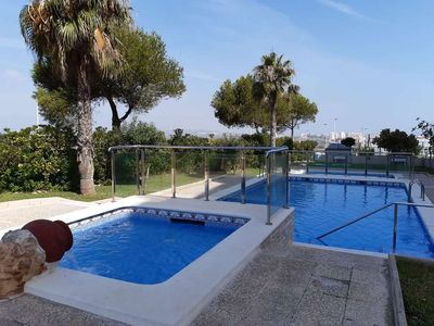 Photo for Apartment with 2 bedrooms, pool, air conditioning, Torrevieja
