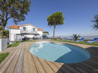 Photo for Exceptional large 7 bedroom villa by the ocean