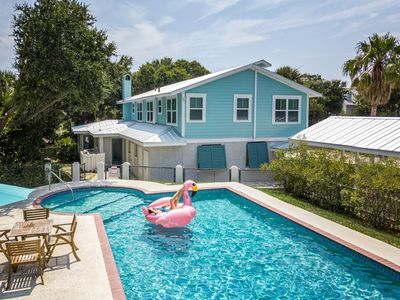 Large Home, Great for groups, private pool, near beach