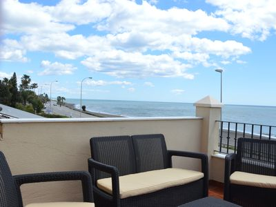 Photo for House fully equipped in 1st line beach, with incredible views of the beach.