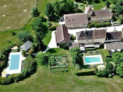 Photo for Large comfortable cottage (4 *) with terrace, garden and private heated pool.