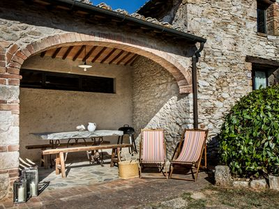 Photo for Charming farmhouse in the heart of Tuscany