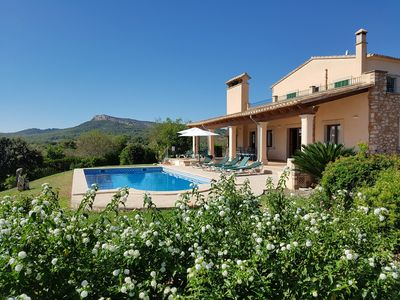 Photo for Elegant country villa with pool, private garden and barbecue near the beach