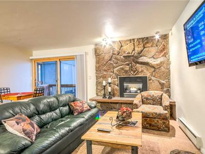 Discounted lift tickets! Beautiful Remodeled Steamboat Condo with Hot Tub!