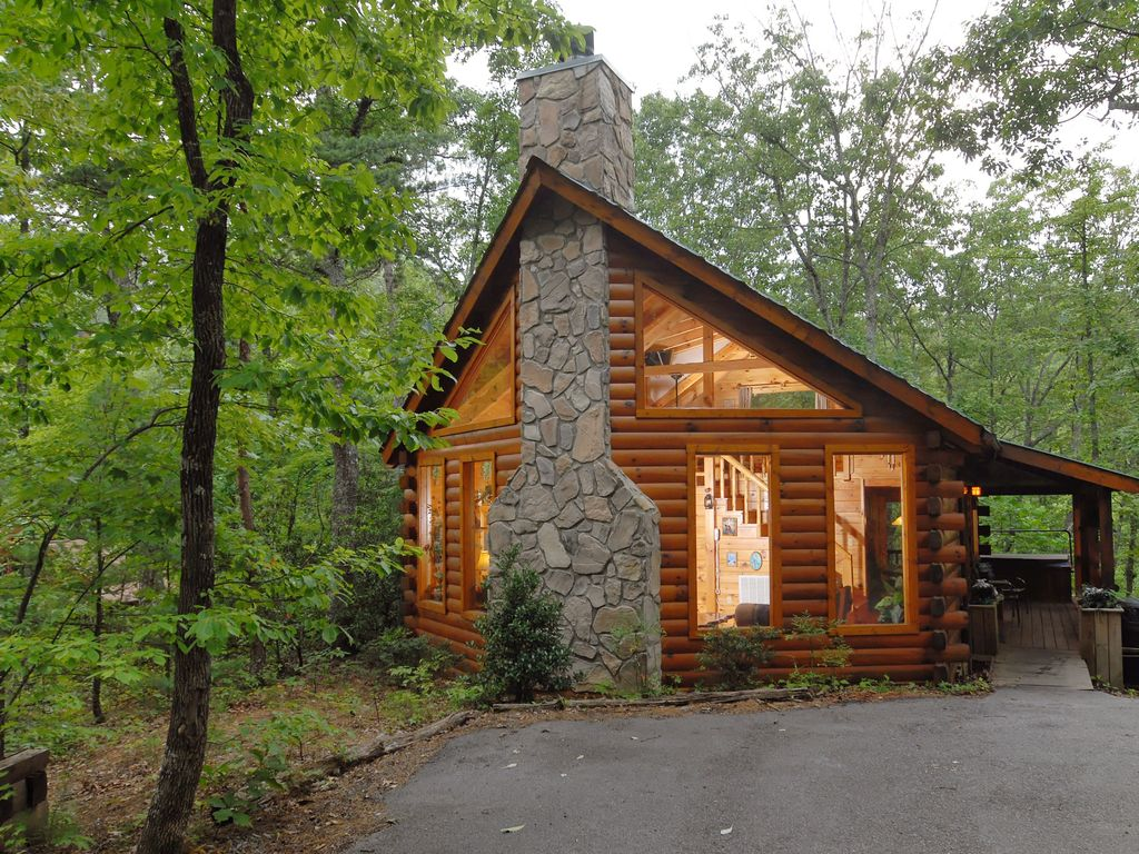 cabin in between gatlinburg and pigeon forge - vrbo