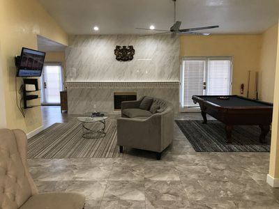 GORGEOUS, SPACIOUS AND COZY NEW REMODELED BUNGALOW. MINUTES AWAY FROM STRIP.
