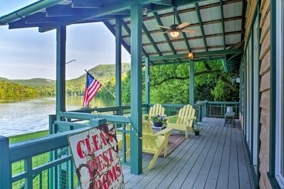 Live life by the river at this peaceful Chattanooga vacation rental cabin!