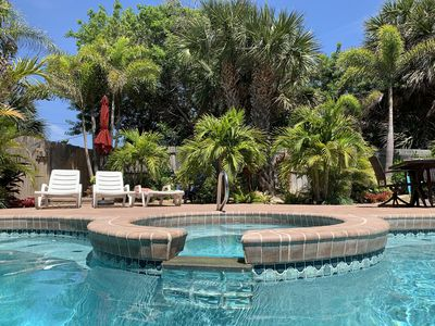 Enjoy the spa and the heated pool in the private fenced garden!