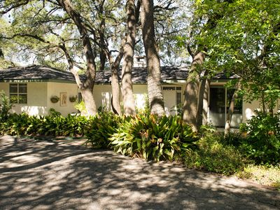 Peaceful Garden House on 5-Acre Nature Estate in The Heart of San Antonio