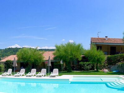 Photo for Comfortable flat with garden and swimming pool, only 1.5 km from Lake Garda