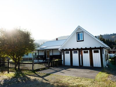 """Spacious Family-Friendly 4 BR/2 Bath """"Sea Glass Guest House"""" ...very private!"""