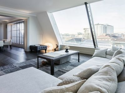 Photo for Extravagant 4 Bed Penthouse with Fantastic Urban Views