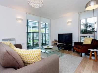 Photo for Canal view 2 bed 2 bath apartment sleeping 3-4 in Crouch End (Veeve)