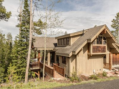 Photo for Ski-in ski-out 3 bedroom home with sweeping mountain views and stylish mountain decor