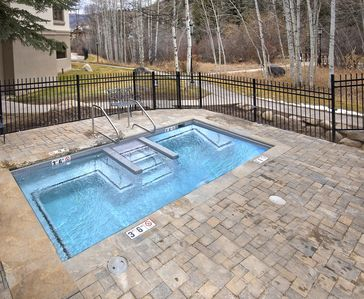 Photo for Newly remodeled mountain modern, ski-in/ski-out, common hot tub, free parking