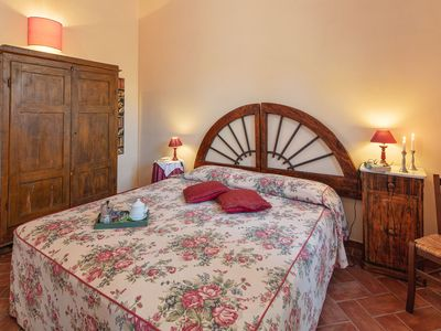 Photo for Peaceful apartment close to Tuscany 's best treasures only 1 mile from shops