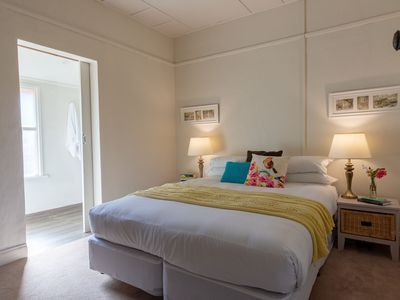 Photo for Dawns, easy access, 100 mts to Daylesford centre, 2 queens,
