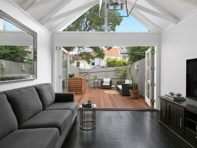 Photo for Stylish Terrace Living