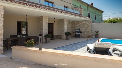 Photo for Charming, modern villa with pool in central Istria