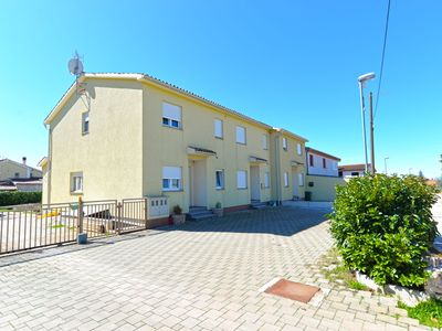 Photo for Holiday house Valbandon for 6 persons with 3 bedrooms - Detached holiday house