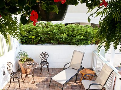 Beautiful 1 Bedroom Garden Unit. Just steps from the beach. NO HIDDEN FEES