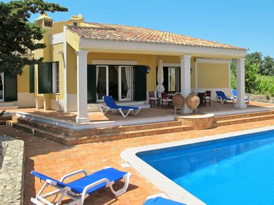 Photo for This 3-bedroom villa for up to 7 guests is located in Estoi and has a private swimming pool and Wi-F