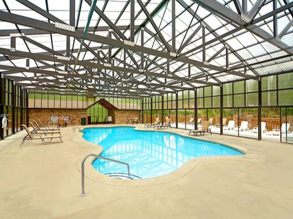 indoor sevier springs large pools majestic gatlingburg county rentals pigeon cabins lodge htm with smoky tn forge cabin rental