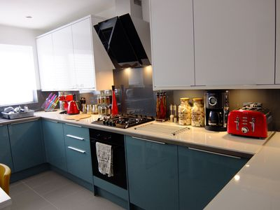 Photo for Modern Apartment - Central London in 12 mins -  Direct train links
