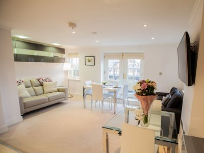 Photo for Light & airy 1bed Barons Court flat lift & balcony