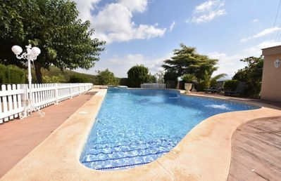 Photo for Villa with pool, jacuzzi, free Wi-Fi and barbecue 40 minutes from the beach