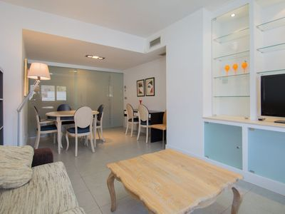 Photo for Elegant apartment with pool, FREE Parking and FREE WIFI - Novo Campus Canovas
