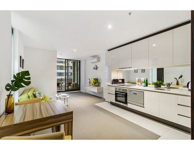 Photo for Sophisticated and spacious in the heart of the CBD