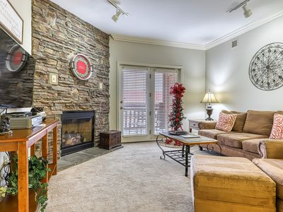 Photo for Lovely downtown condo w/ shared pool, hot tub & fitness room - walk everywhere!