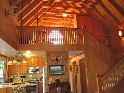 Beautifully updated mountain chalet, mountain view, minutes from the lake.
