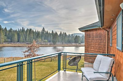 2 private decks provide direct access to stunning views.